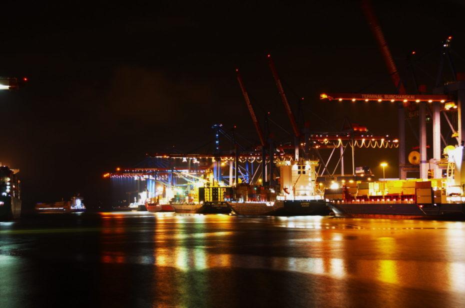 Hamburg Hafen Wasser Schiffe Nacht Frachter Kräne