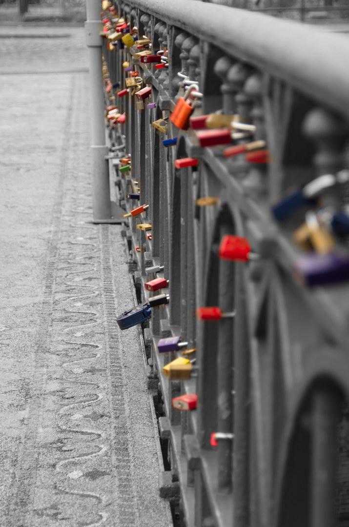 Liebesschloesser Brücke Geländer Colorkey