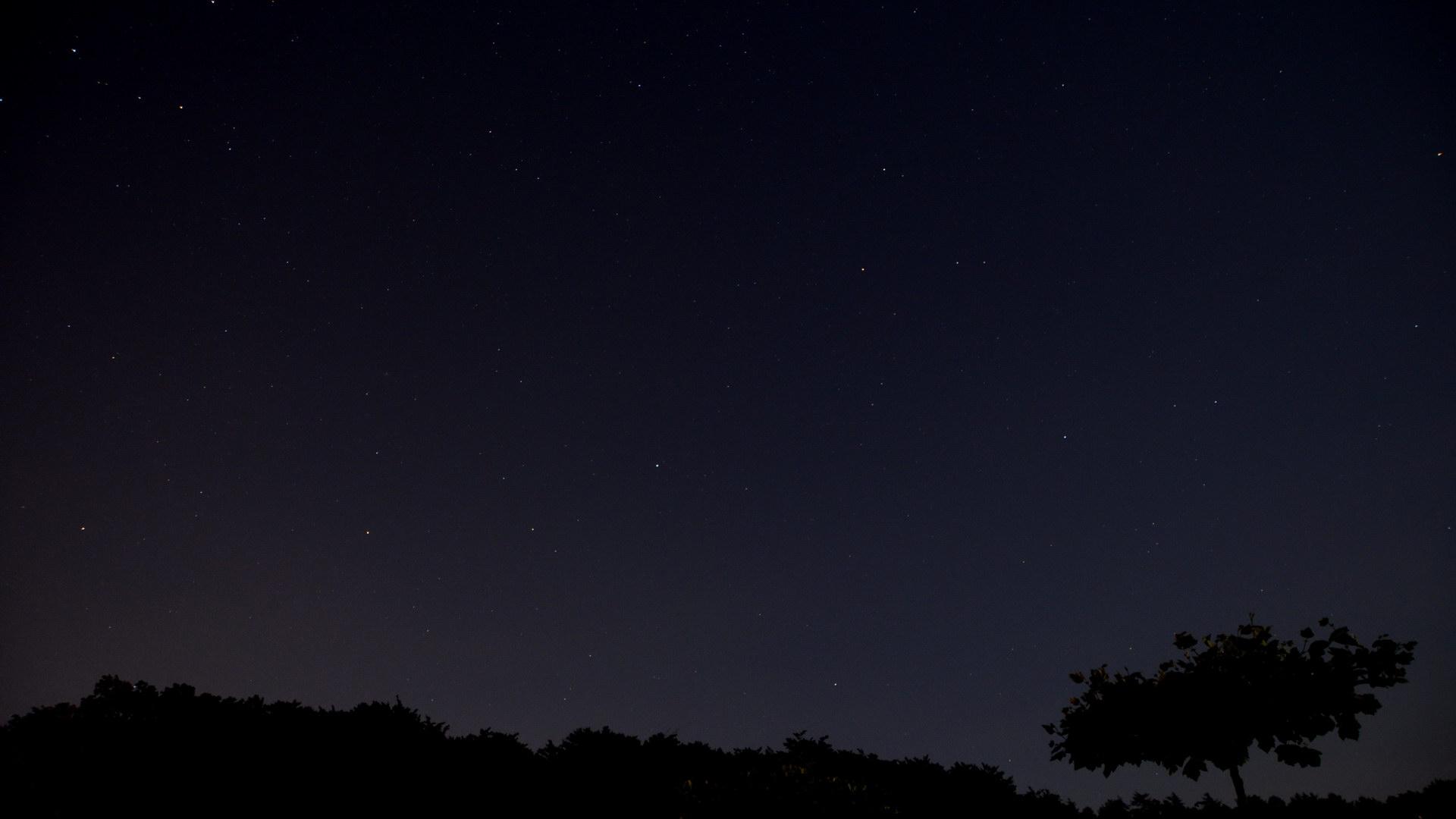 Landschaft Silhouette vor Sternen