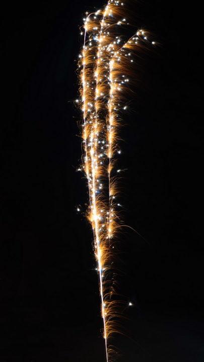 Feuerwerk schwarzer Himmel Rakete Weiß