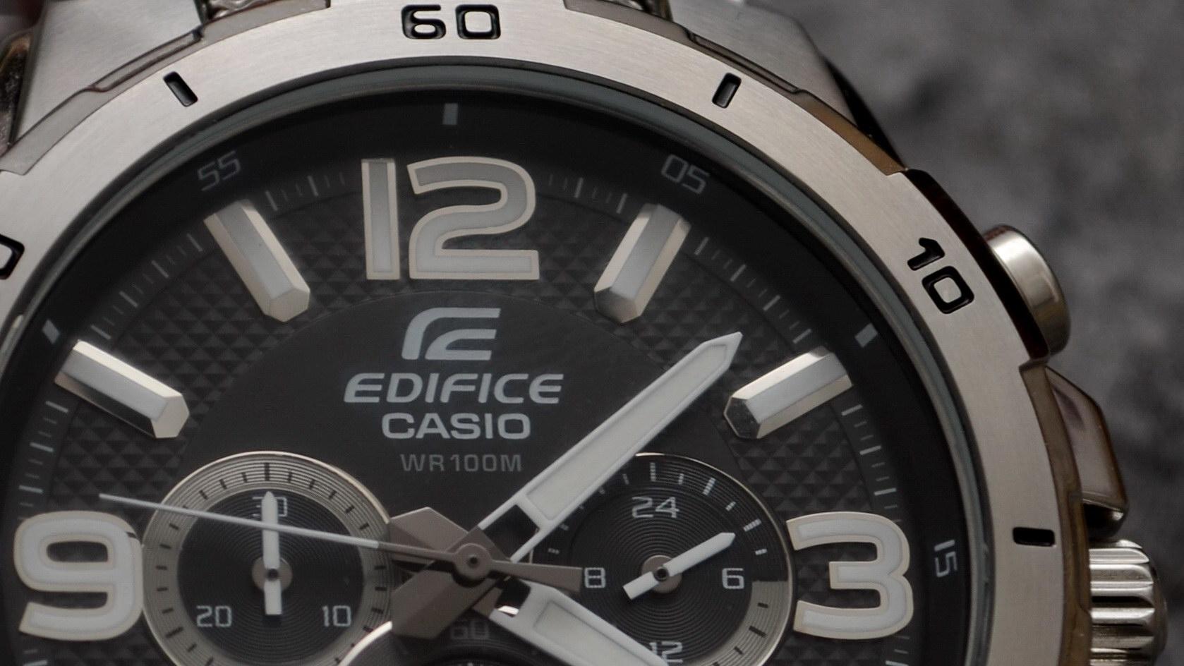 Casio Edifice Armbanduhr Nahaufnahme Zeiger Metall Ausschnitt