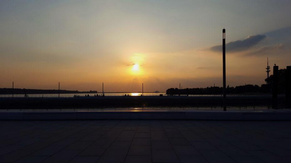 Hafenmole Wedel Sonnenuntergang Diesig Ufer Fernsehturm