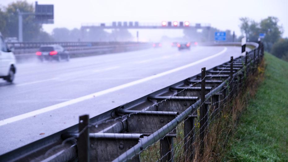 Autobahn Schutzplanke